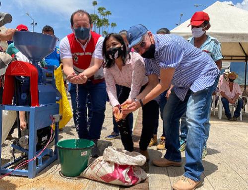 Con máquinas trilladoras de arroz secano Cornare aportará a la sostenibilidad de familias campesinas de San Francisco